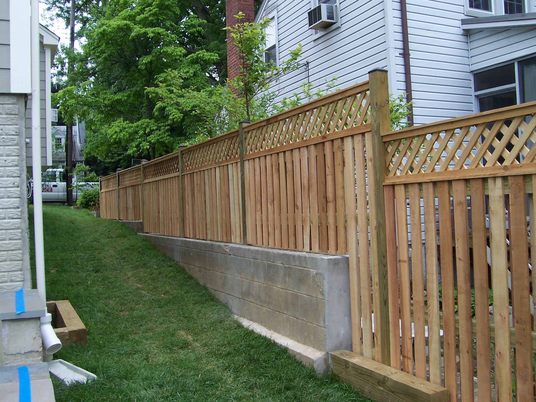 Wood Semi Private Fence Alternating Board With Lattice Topper On Retaining Wall Fence Design Modern Fence Design Wood Fence Design