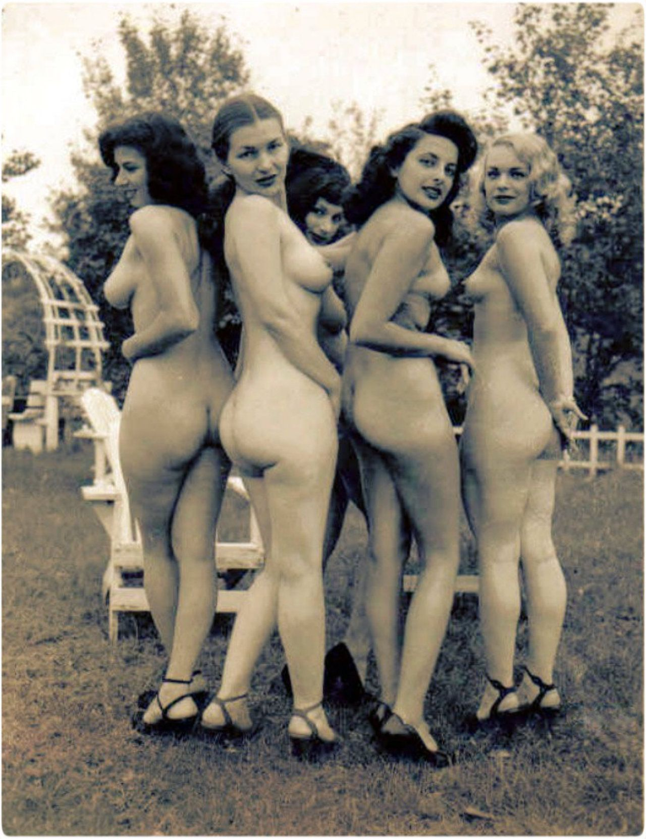 Hot vintage girls and naked women photos