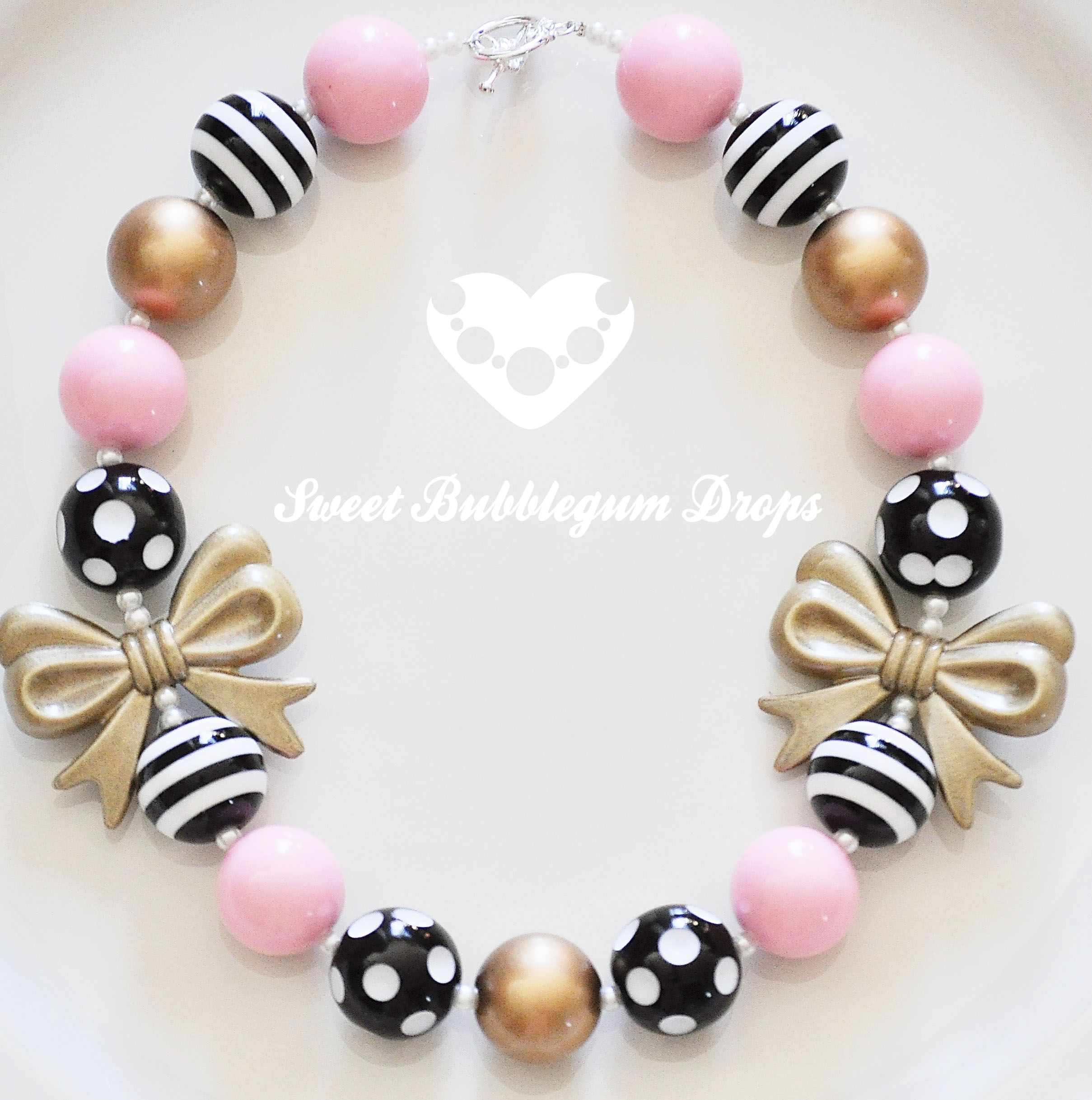 Chunky girl necklace. Love this piece! https://www.etsy.com/listing/180681028/chunky-necklace-ready-to-ship-pink-black?