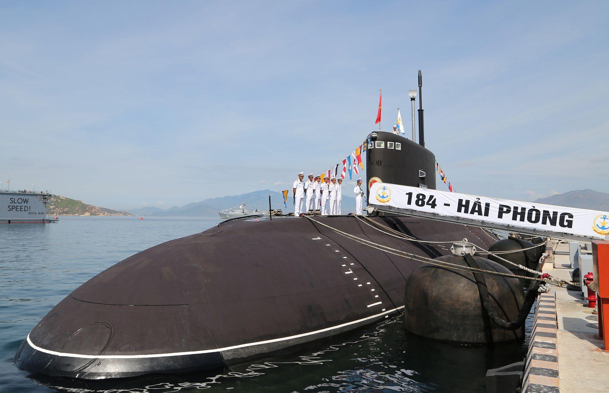 "close-up view of vietnamese kilo-class submarine hq-184 ""hai"