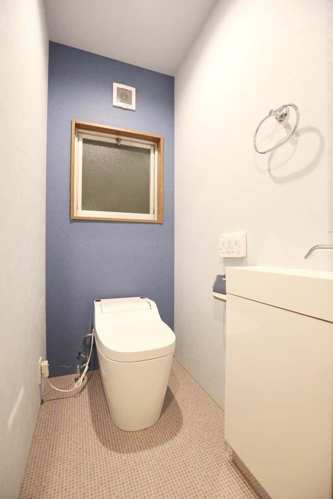 落ち着いた色の無垢フローリング 家具の色を統一することによって
