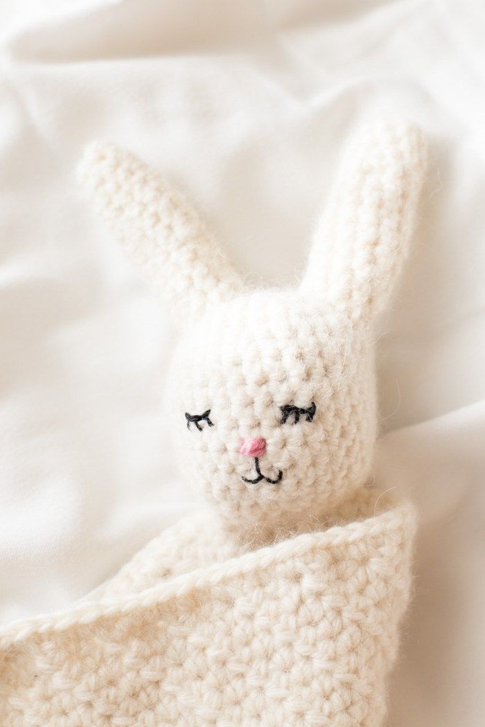 The Cutest Crochet Bunny Blanket | Tejido, Bricolaje y Bebe