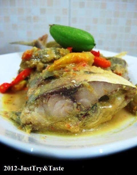 Ikan Kembung Kuah Santan Pedas Dengan Belimbing Wuluh Khas Bangka Resep Ikan Penyajian Makanan Makan Malam