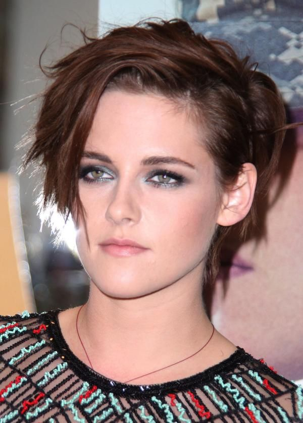 more clips... http://www.aparchive.com/metadata/US-Kristen-Stewart/e440bdf8ab93771cfc5ce76fcc5fb509?query=kristen+stewart&current=1&orderBy=NewestFirst&hits=331&referrer=search&search=%2Fsearch%3Fquery%3Dkristen%2Bstewart%26startd%3D%26endd%3D%26orderBy%3DNewestfirst%26from%3D1%26allFilters%3D%26g2ItemId%3D&allFilters=&productType=IncludedProducts&page=1&b=5fb509