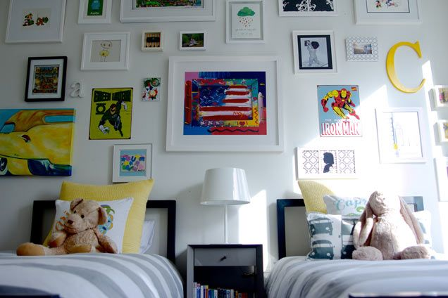 What a fantastic gallery wall in this shared big boy rooms! #bigboy #gallerywall