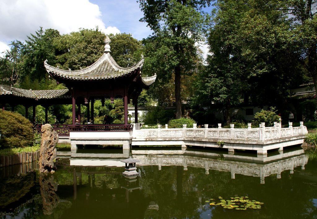 Frankfurt Chinesischer Garten Spiegelpavillon Und Jadegurtelbrucke Chinese Garden Mirror Pavilion And Jade Belt Bridge Chinese Garden Green Pond Tea Garden