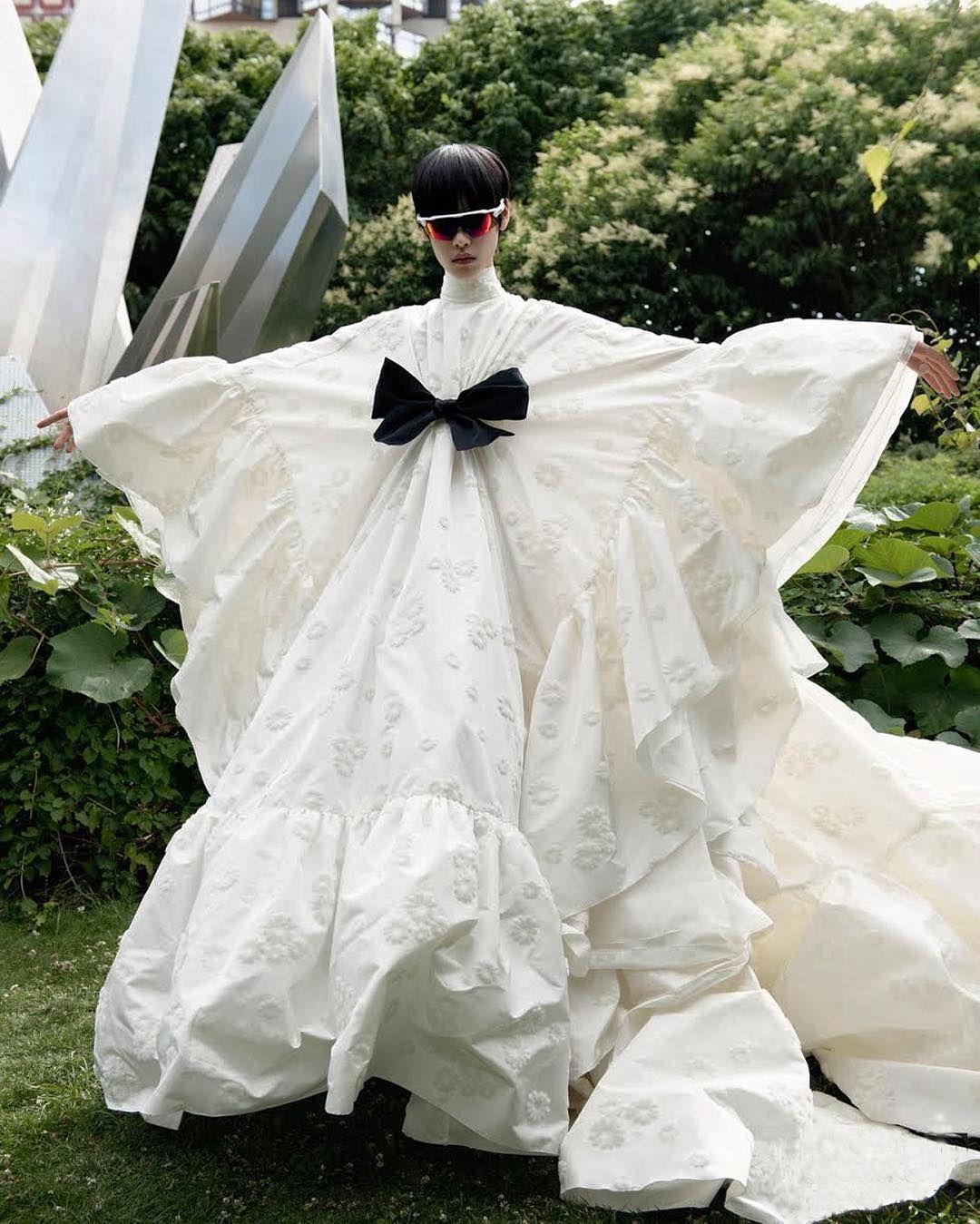 Iam 2jm In Giambattista Valli Haute Couture 15 In Voguegermany