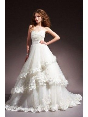 Superior A-line Sweetheart Floor-Length Chapel Tiered Appliques Wedding Dresses