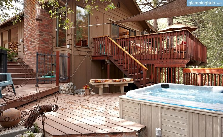 Enchanting petfriendly cabin in the woods near idyllwild