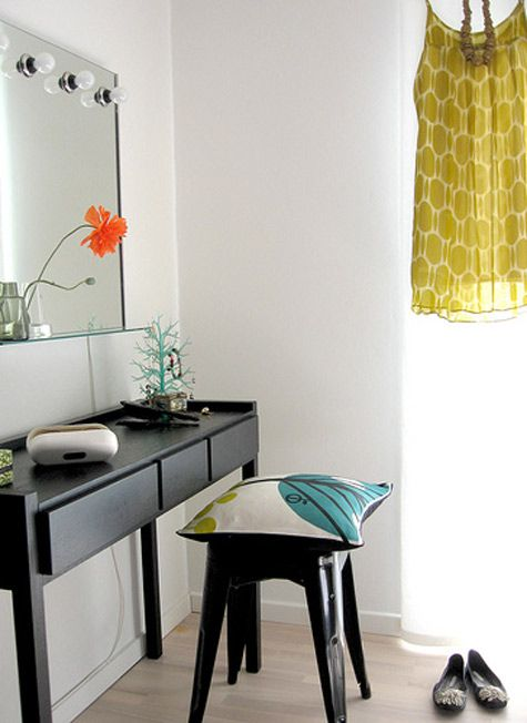 For the ultra modern girl, this dressing table is perfect.