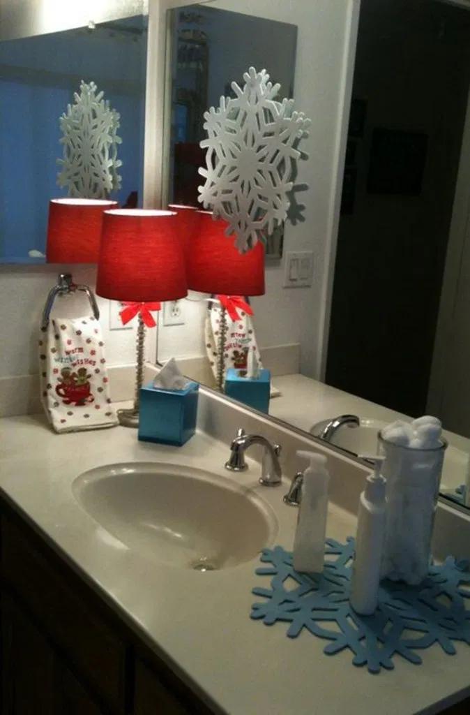 Top 18 Christmas Bathroom Decorations Ideas 14 Christmas Bathroom Decor Christmas Apartment Christmas Bathroom