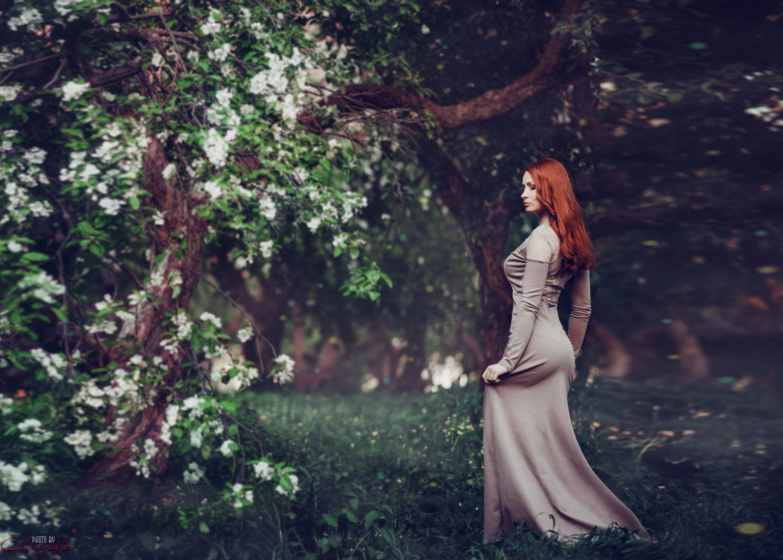 рыжие девушки в красивых платьях фото постарше