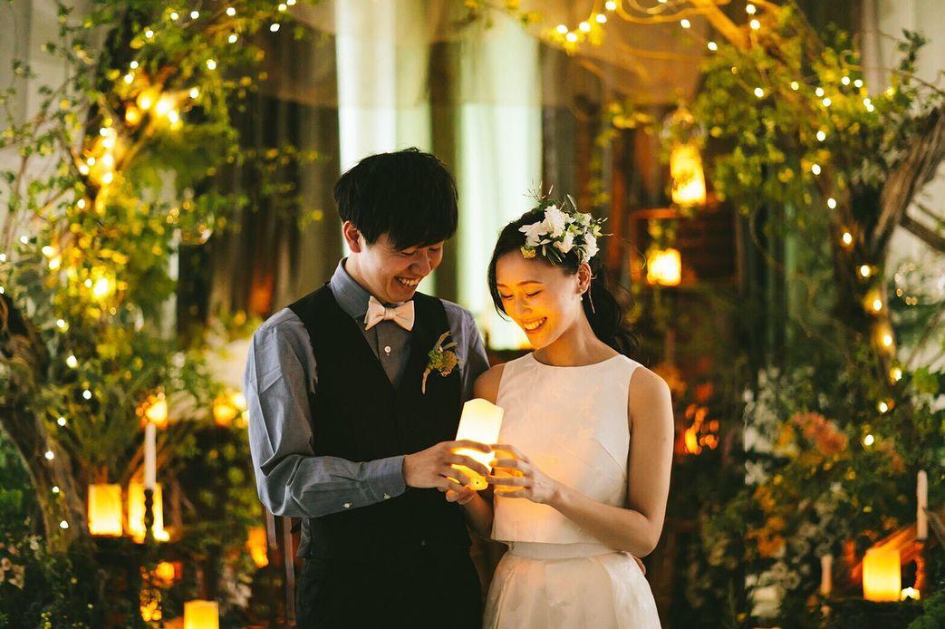 Crazy Wedding クレイジーウェディングさんはinstagramを利用しています 会場の中は森のような世界観 二人でいると全てのことがプラスになって 前向きな気持ちになれる そんな二人のコンセプトは Plus Echo 結婚式と共に 夜 Couple Photos Photo Scenes