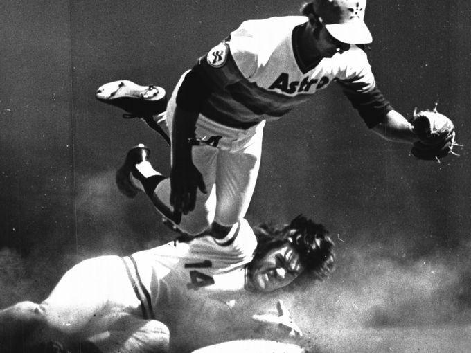 April 9, 1976: Pete Rose breaks up a possible double