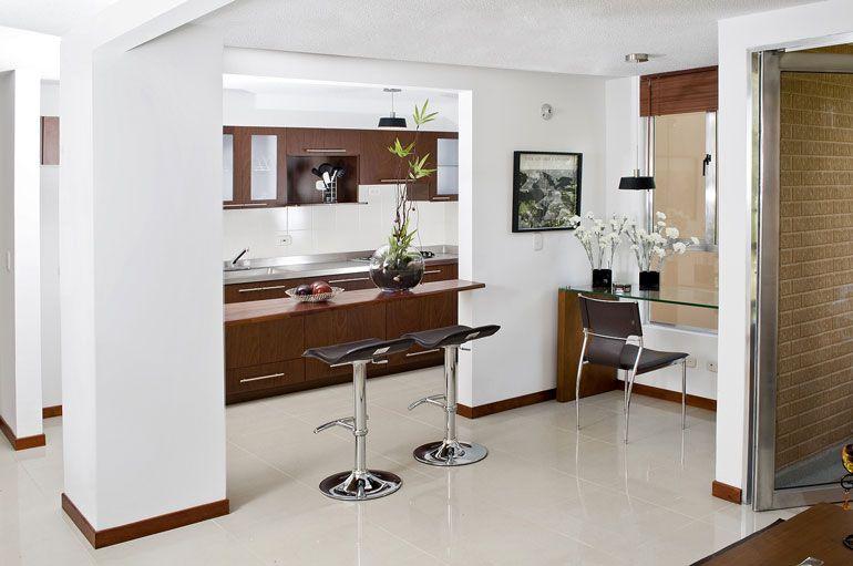 Grandiosas cocinas en espacios peque os remodeling ideas for Barras de cocina para espacios pequenos