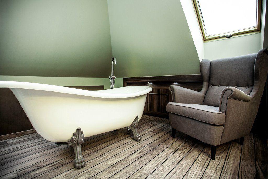 Bentley 67-inch Slipper Cast Iron Bathtub with Paw Feet – Still Waters Bath