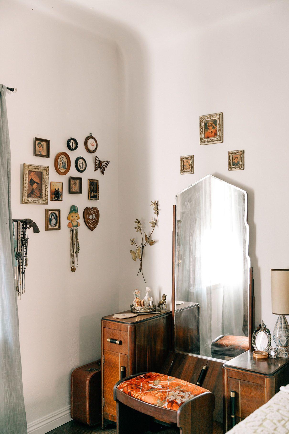 The Vintage Vegans Emily Vallely S Apartment