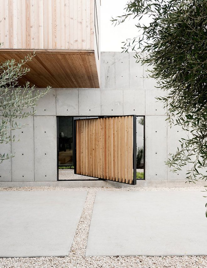 Ace Texas Concrete House Inspired By Japanese Minimalism Concrete Design Concrete House Entrance Design