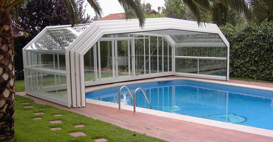 Supplier Of Domestic And Commercial Telescopic Swimming Pool Enclosures Pool Covers To The U Indoor Outdoor Pool Swimming Pool Enclosures Indoor Swimming Pools