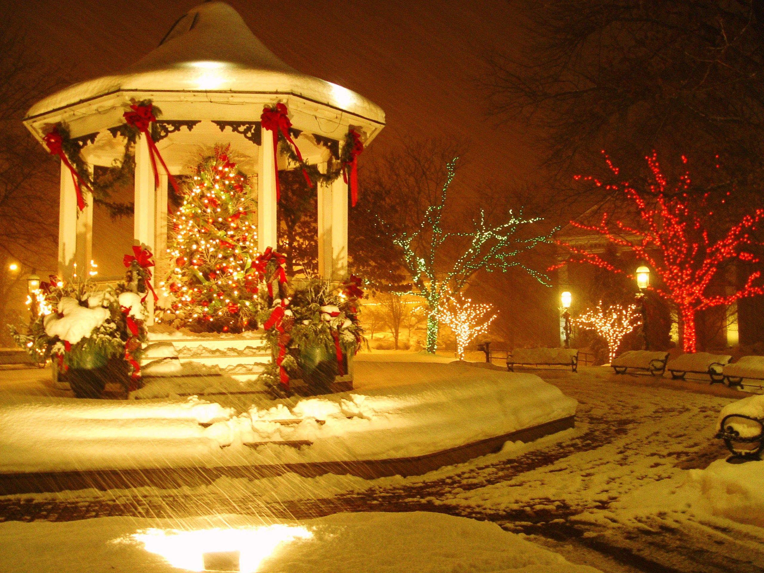 Town square Christmas tree and gazebo. An absolute ...