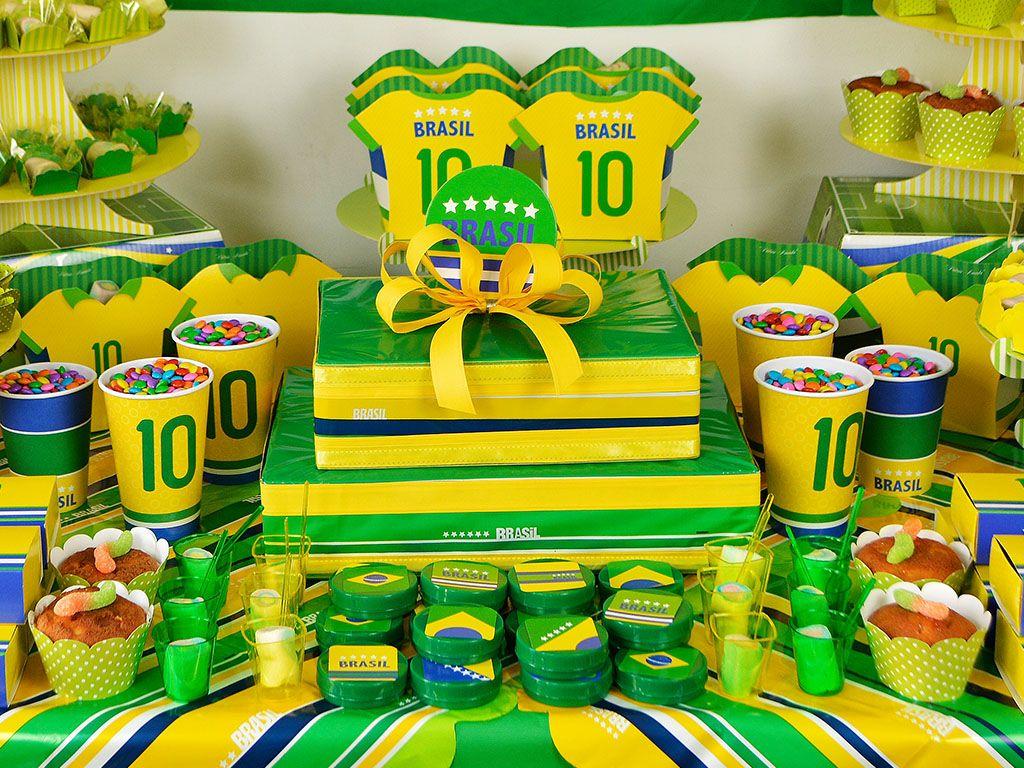 8a1a83b64af3a Chame os amigos para torcer para a Seleção Brasileira e vibre na Copa do  Mundo 2014! Os artigos de festa Brasil chegaram para sua decoração!