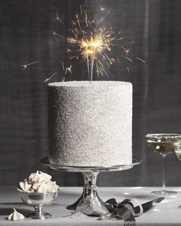 Sparkler Wedding Cake with glittery sugar - perfect for a New Year's Eve wedding