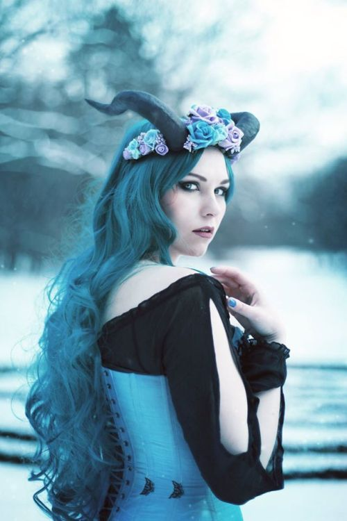 Alt Amores | Gothic girls, Goth beauty, Hot goth girls
