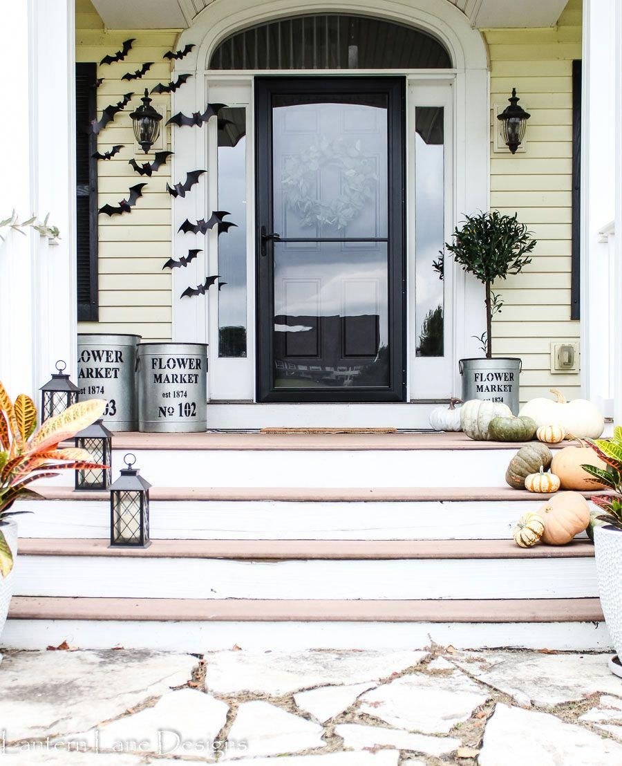 Fall Front Porch Decor Ideas #countrychristmasdecor #fallfrontporchdecor