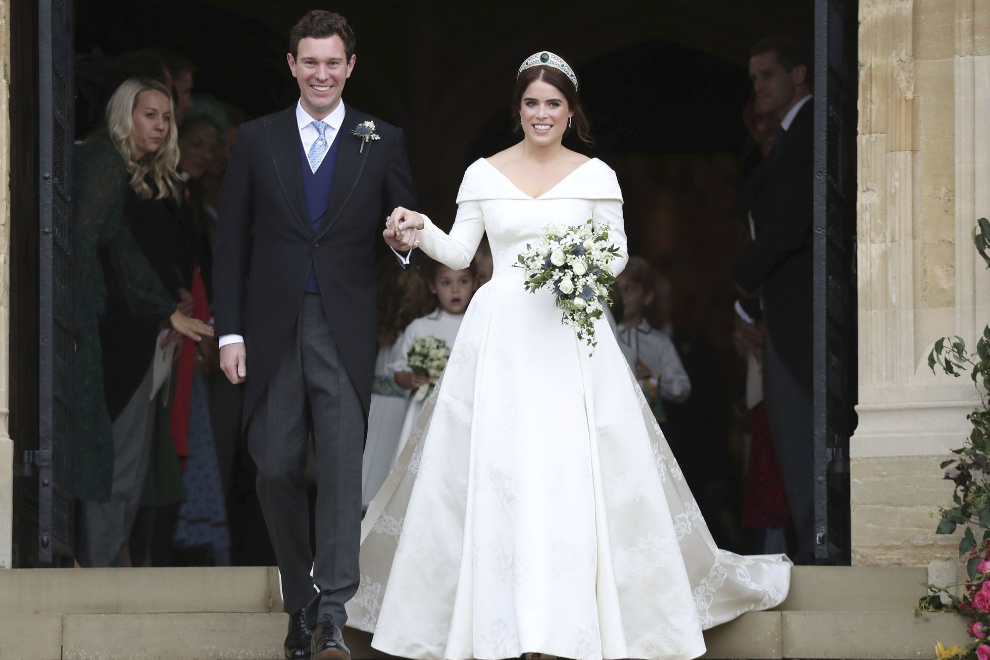 Princess Eugenie And Jack Brooksbank Are Married Inside Their Royal Wedding Eugenie Wedding Royal Wedding Dress Princess Beatrice Wedding [ 1333 x 2000 Pixel ]
