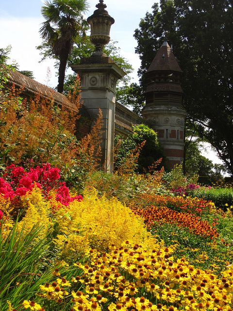Colourful Border at Clivedon by John of Witney, via Flickr
