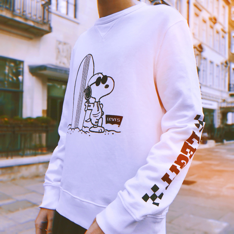 Levi S X Peanuts Snoopy White Crew Neck Sweatshirt Sweatshirts White Crew Neck Crew Neck Sweatshirt [ 2448 x 2448 Pixel ]