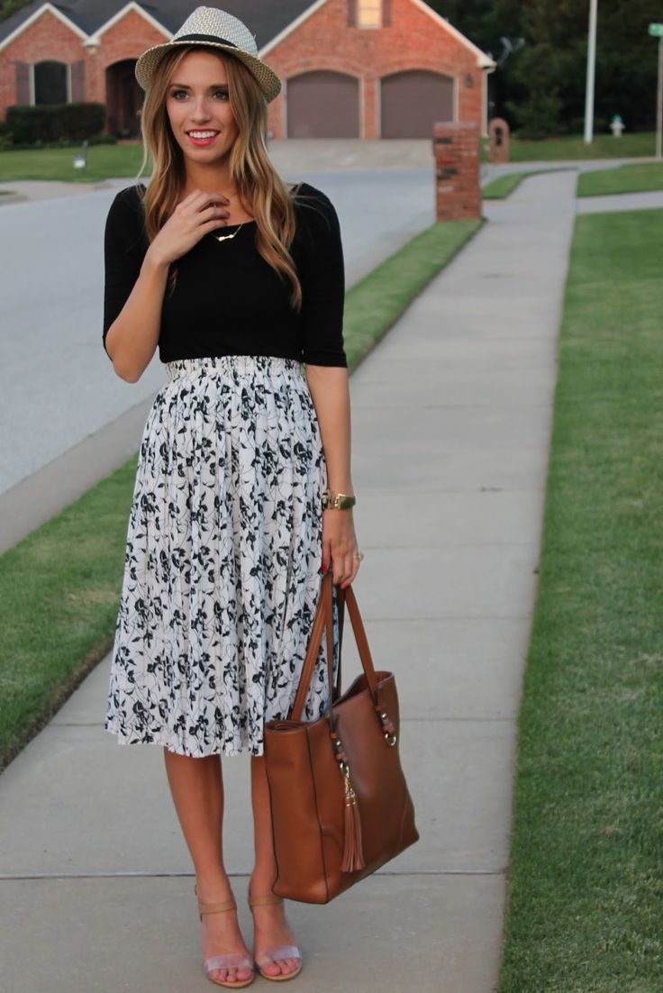 Printed midi skirt for a day at a Festival!