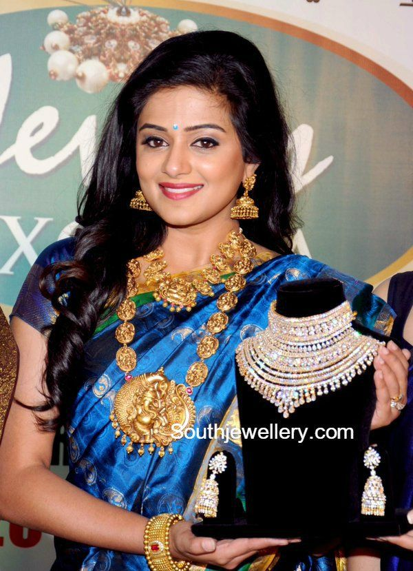 Priyamani in Temple Jewellery | Jewellery | Pinterest | Temple ...