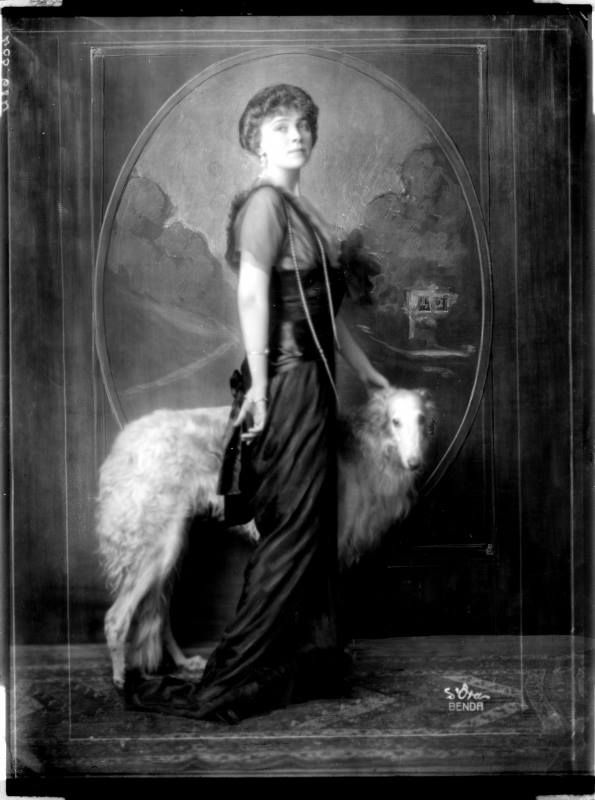 On this photo in 1913 Countess Kitty von Schönborn-Buchheim (1885-1946), in 1924 married Baron Eugene von Rothschild.