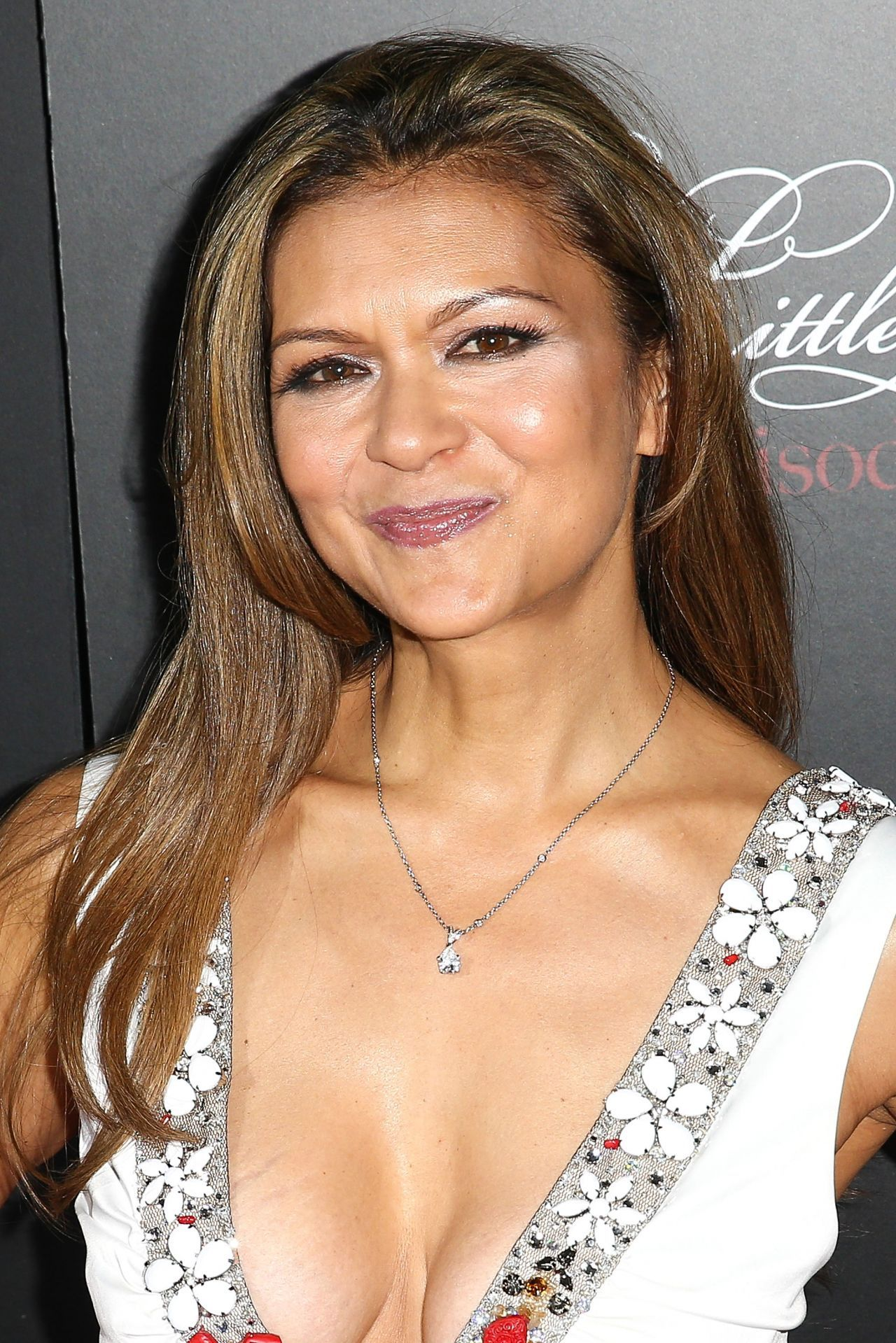 Nia Peeples Young