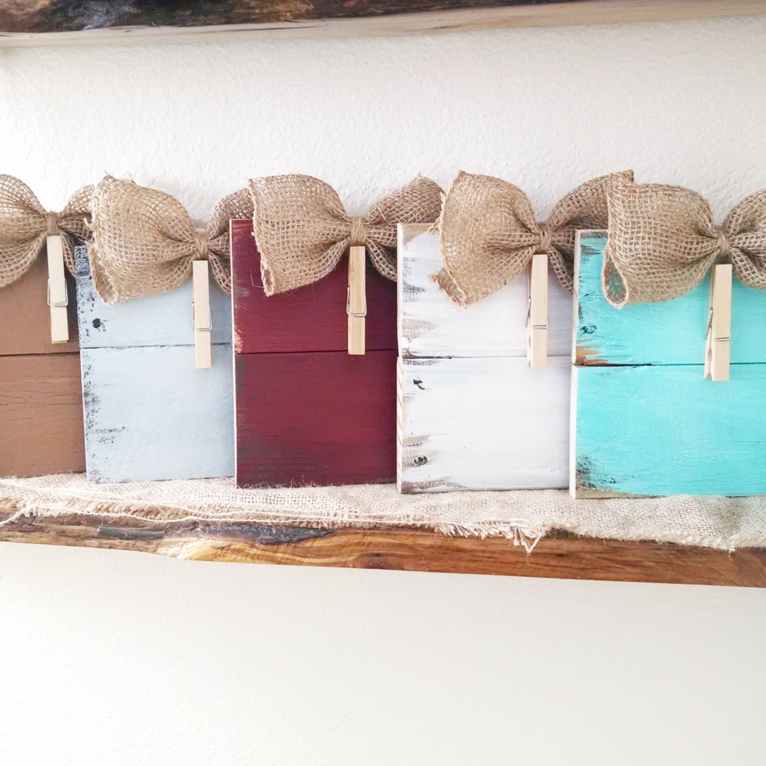 Rustic clothespin pallet wood picture frame photo hanger for Shabby chic frames diy