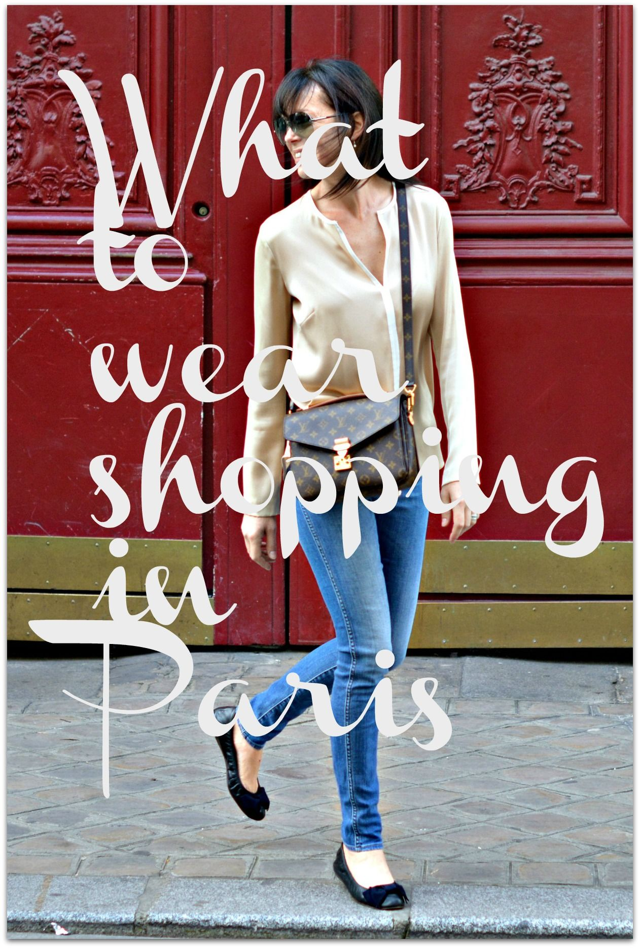 What to wear for a weekend shopping in Paris. How to pack a chic capsule wardrobe for a short break in Paris.