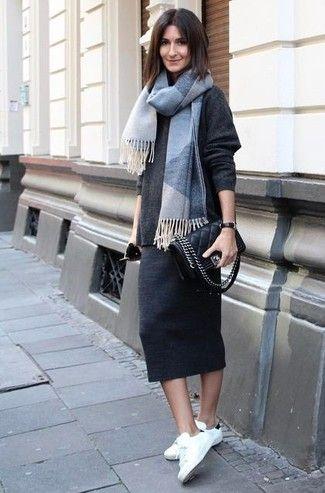 3d1df186e Look de moda: Jersey oversized en gris oscuro, Falda midi en gris ...