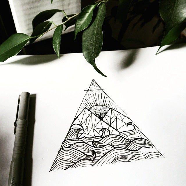 triangle tattoo avec une inspiration mer et montagne j. Black Bedroom Furniture Sets. Home Design Ideas