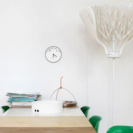 Pour designerbox la designer matali crasset a imaginé une série dhorloges murales dans leur box en édition limitée un objet design pour la maison
