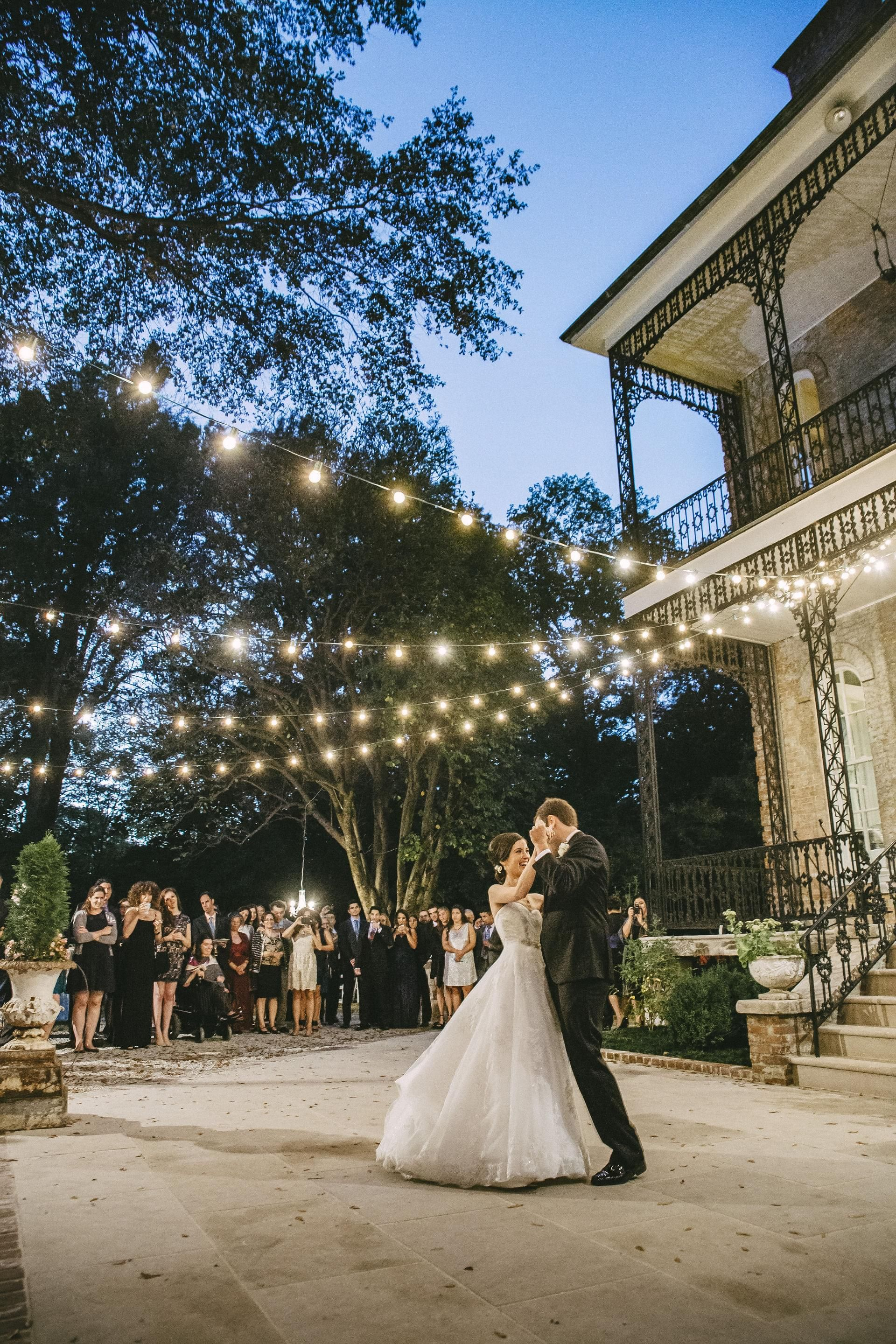 Grand Romantic Fete At Annesdale Mansion Memphis Tn Mansion Wedding Venues Wedding Vendors Mansion Wedding