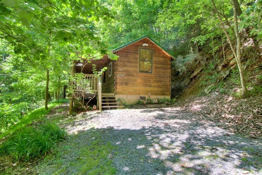A MARY CABIN 1 Bedroom Cabin Rental in Sevierville Cabin