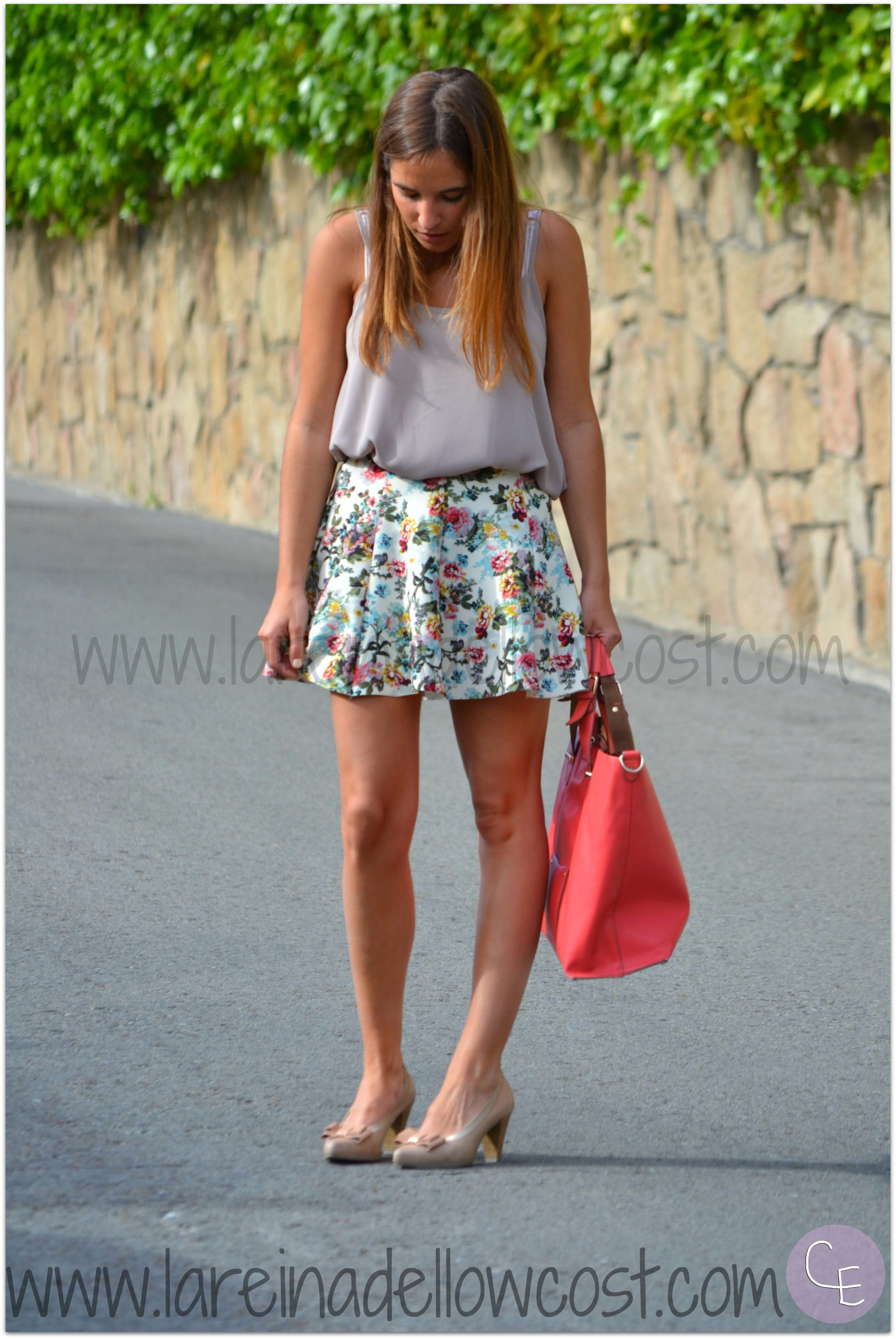 Fashion Blogger Street Style floral print skirt qué guapa shop online hispanitas shoes accessorize bag primark neopreno