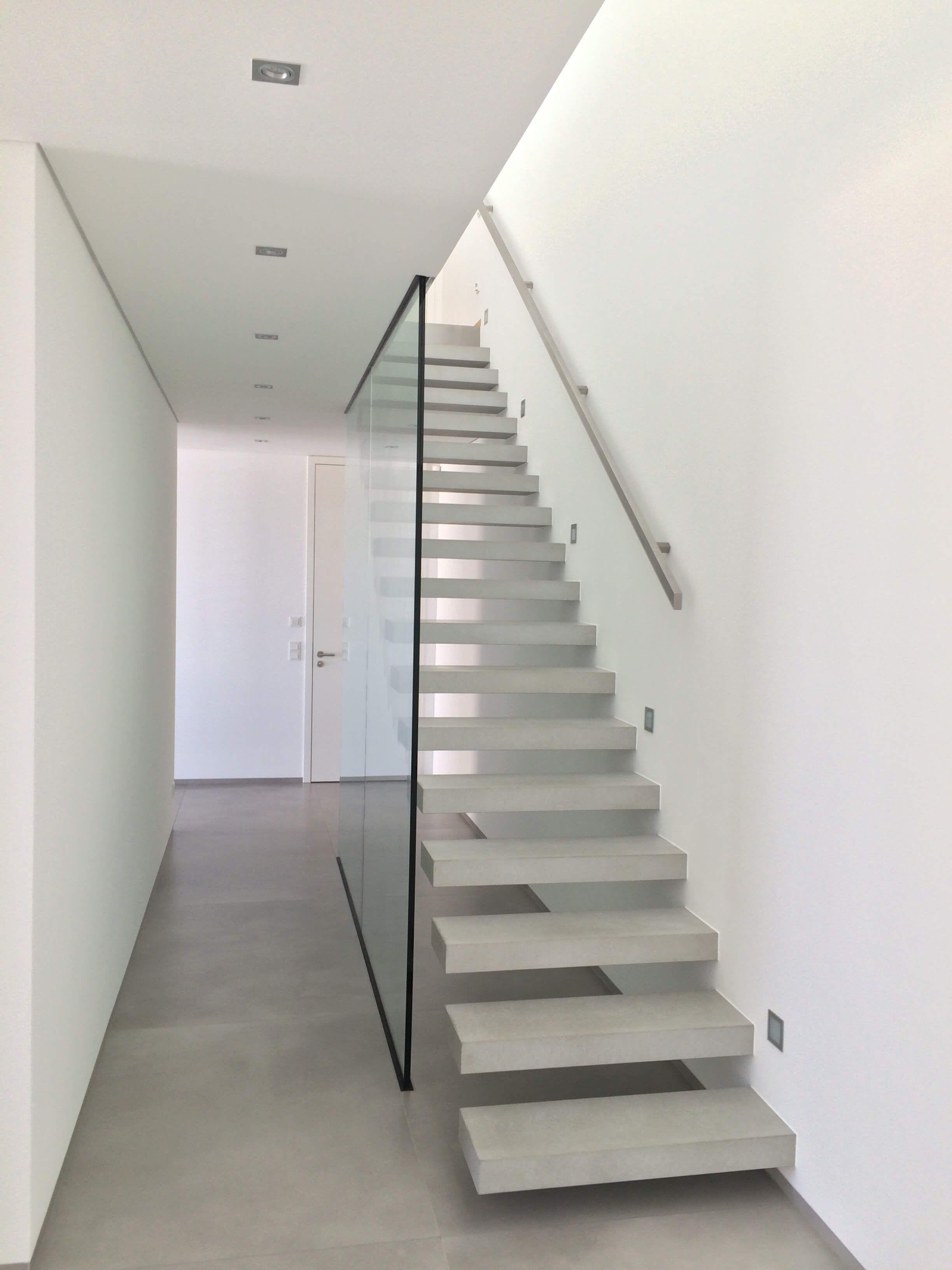 Bekannt Flying Steps Treppe, Glaswand, Innentüren weißlack deckenhoch YS56