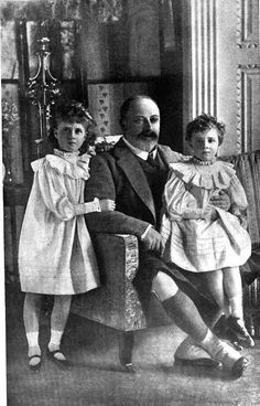 """Edward VII and 2 of his 3 granddaughters: Princesses Alexandra and Maud of Fife, who were styled merely """"Her Highness,"""" the daughters of Princess Louise. The third granddaughter (not shown) was Princess Mary of Wales, later Princess Royal."""