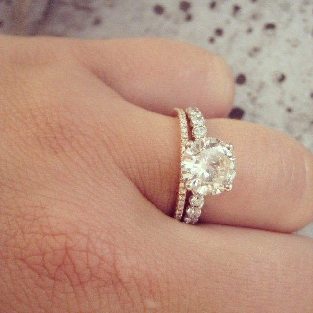 Spectacular White gold round cut diamond engagement ring with thin rose gold pave band