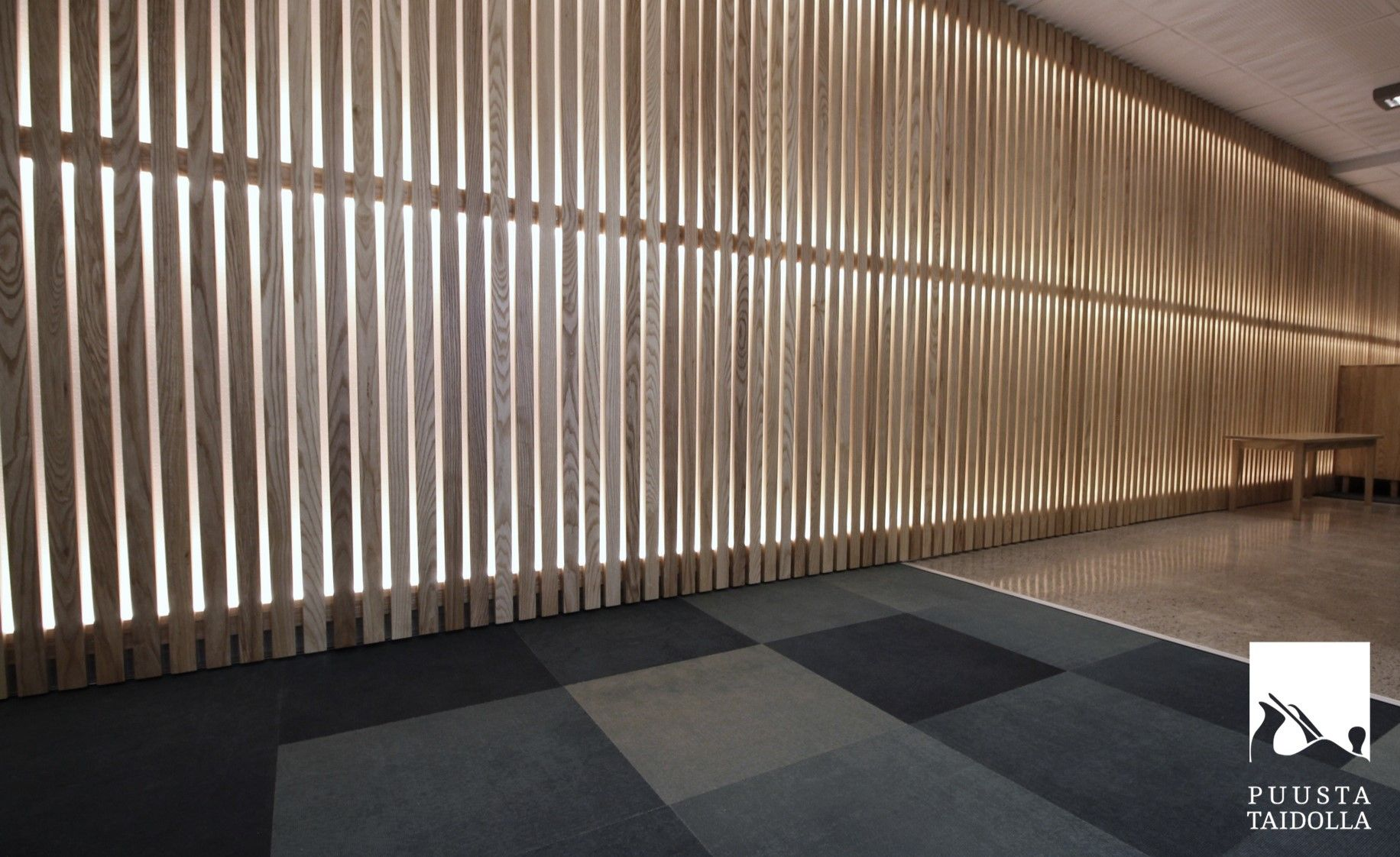 Sisäilmalähetti, Tampere   Toteutus Puutyöliike Ojanen Oy  Suunnittelu KYLÄ Design Oy  #puu #kalusteet #mittatilaus #puustataidolla #puutyöliikeojanen #kylädesign