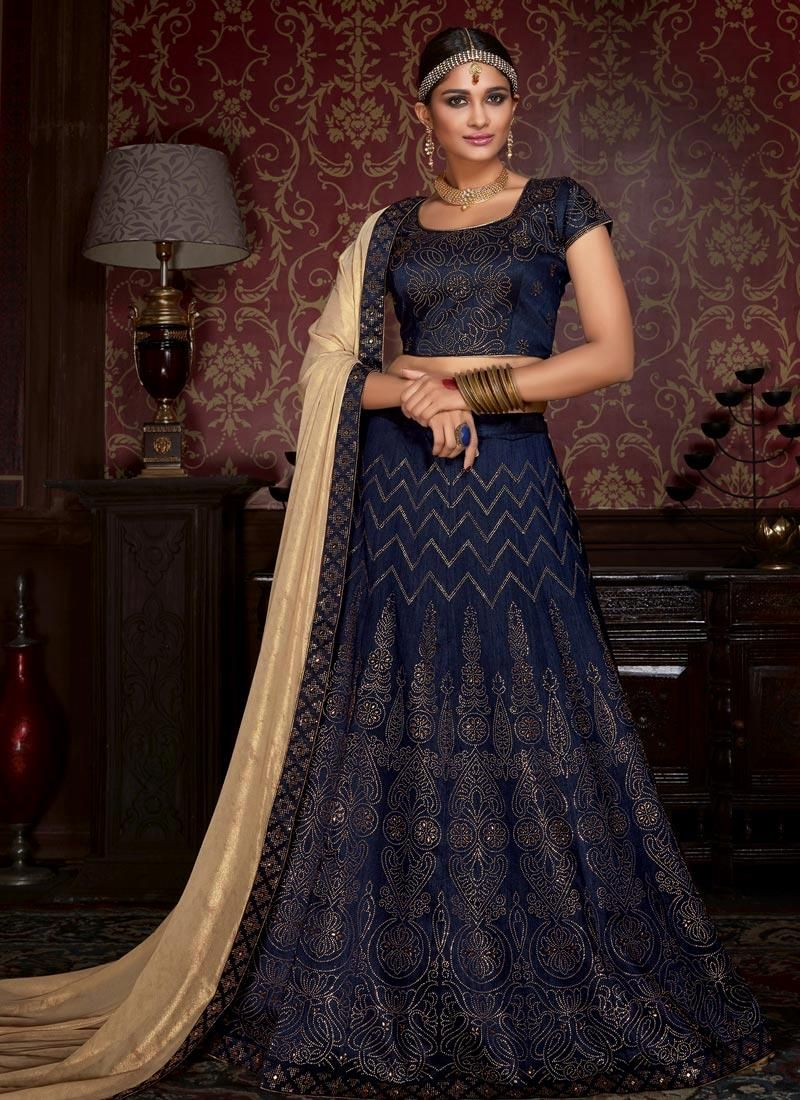 Enchant the mantra of being stylish in this attire style and trend