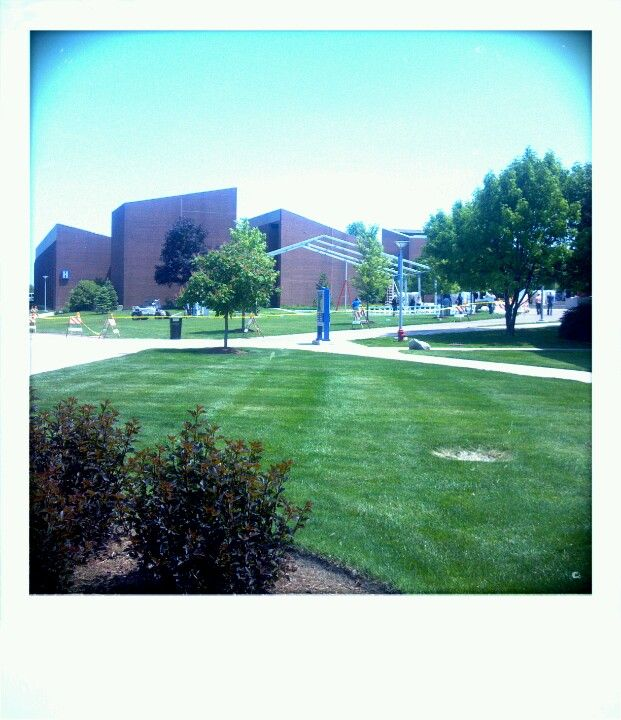 Harper College quad