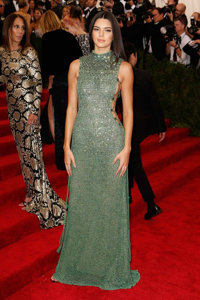 3c9e8311764 Kendall Jenner - She should have helped dress her older sister Kim ...